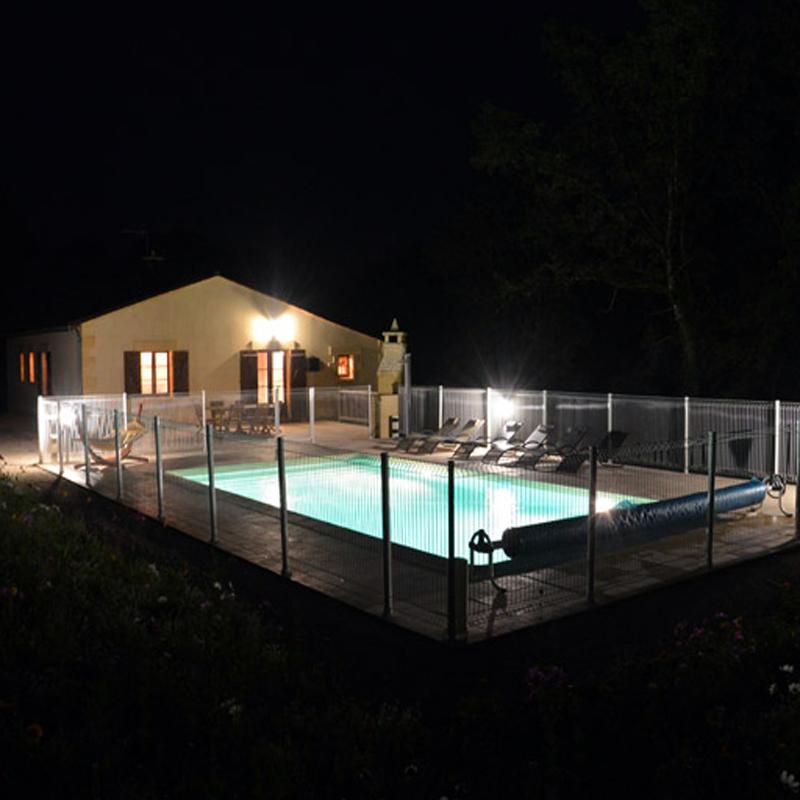 Clos de Carol piscine nuit